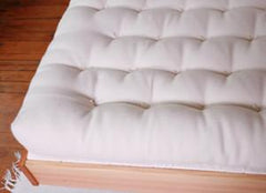 Detail of our handmade 100% wool mattress.