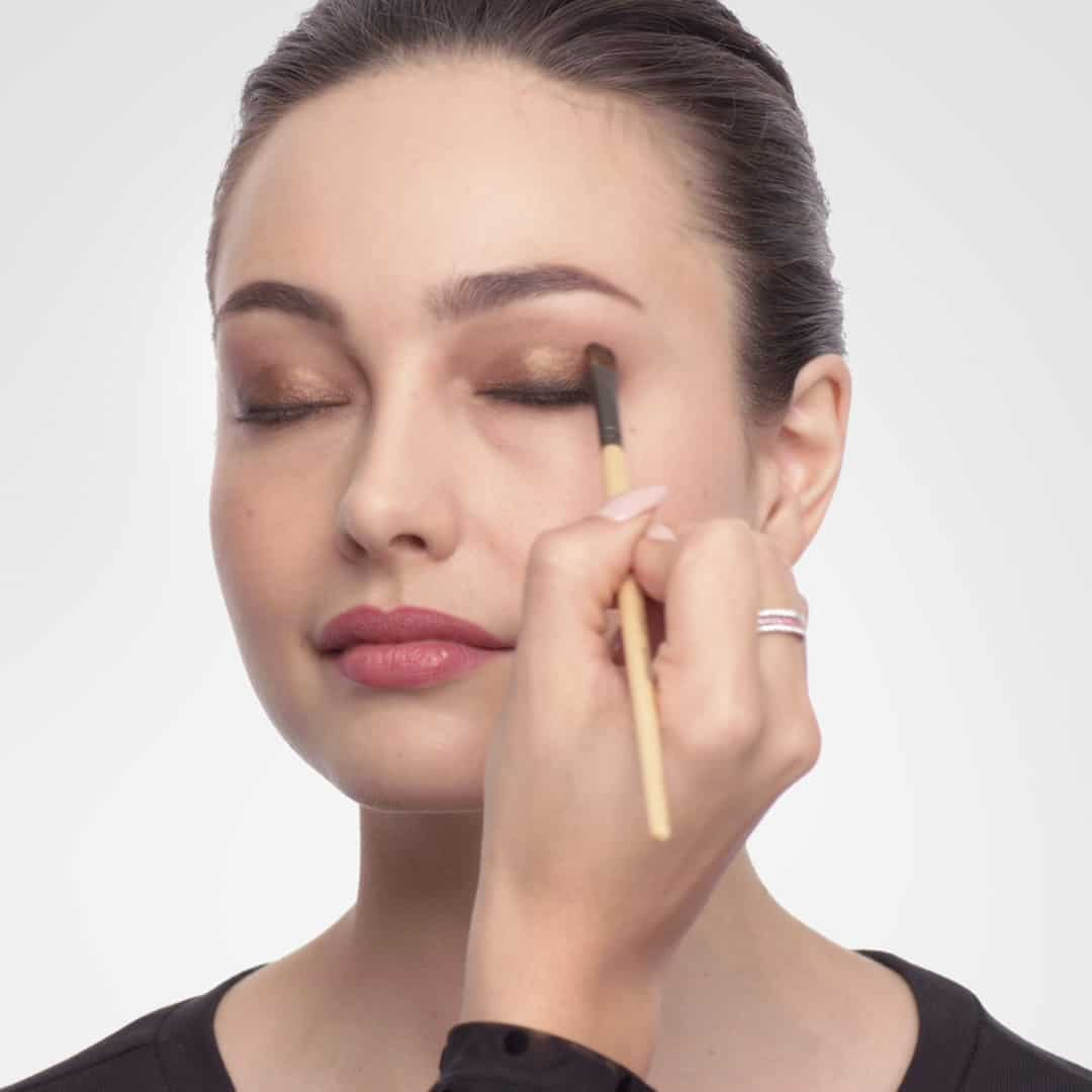 woman applying smokey eye shadow
