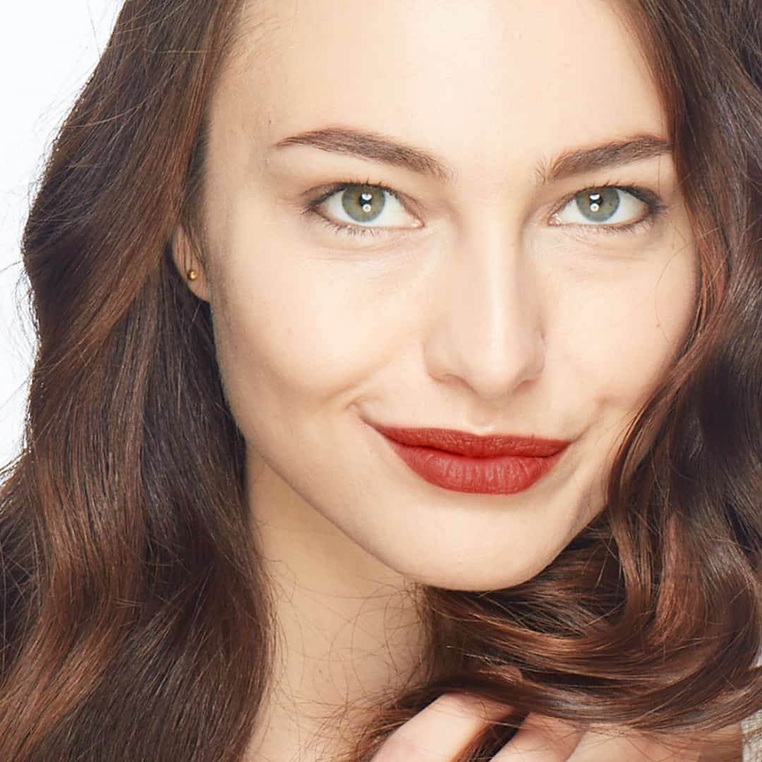 spring beauty lipstick trends, matte red lips