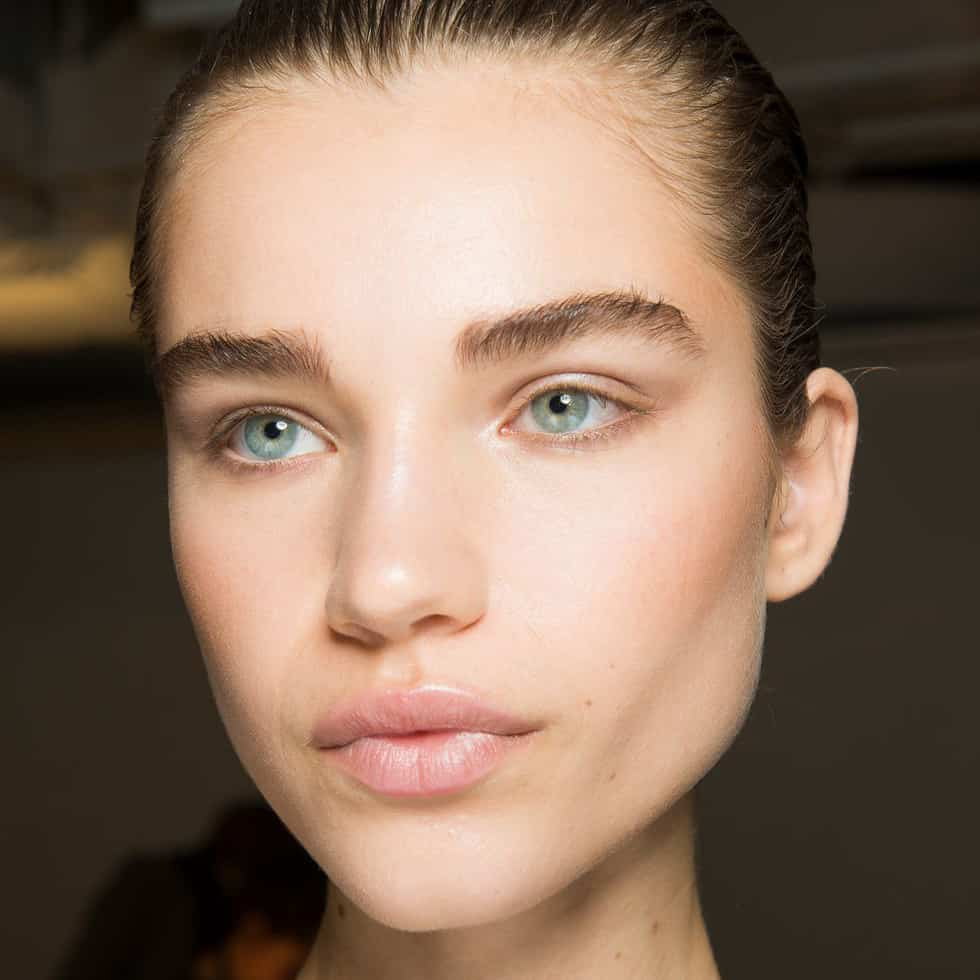 Fall 2018 Makeup Trends, Full Eyebrows