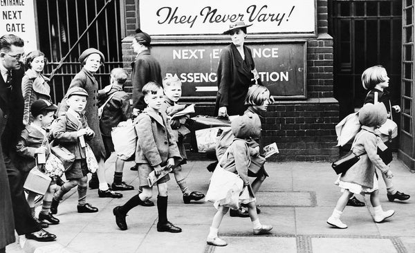 Evacuees leaving London
