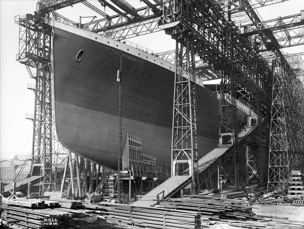 Titanic Facts KS2 - Titanic being constructed