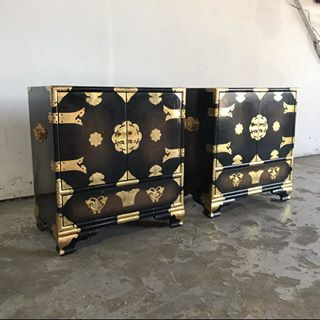 Mid Century Modern Chinese Chinoiserie Black Lacquer Bedside Tables - Pair