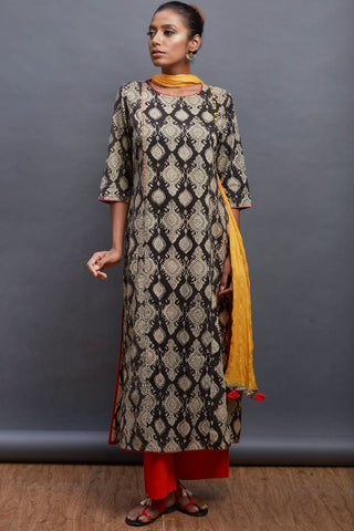 side potli long kurta - motif & monochrome