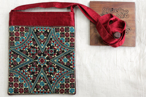 carry along: maroon-turquoise & neran