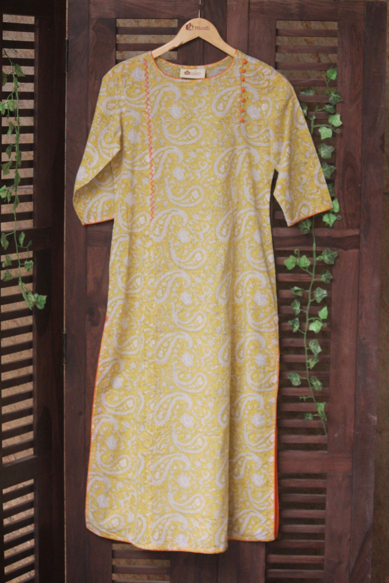 long kurta - yellow pigment & paisleys