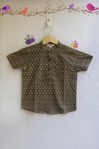 kidswear - dark grey shirt