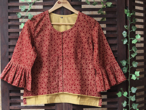 BLOUSE - RUFFLED SLEEVE WITH RED STARS