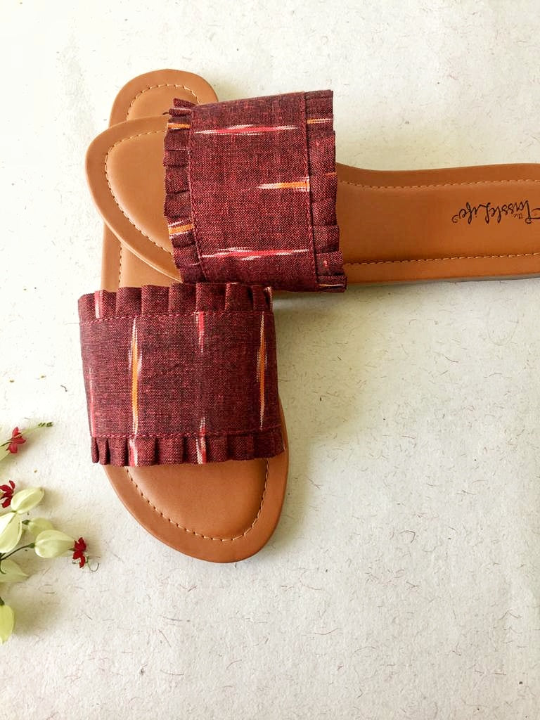 SLIDERS - MAROON IKAT