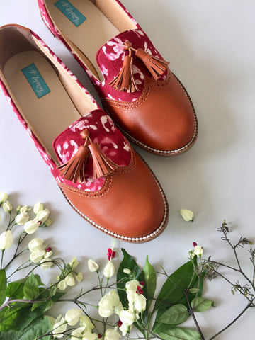MOCASSINS - RED & BUTTIS