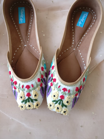 JUTTIS - SHRUBERRY & EMBROIDERY