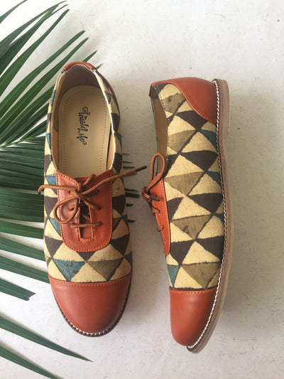 oxford - tan & triangle