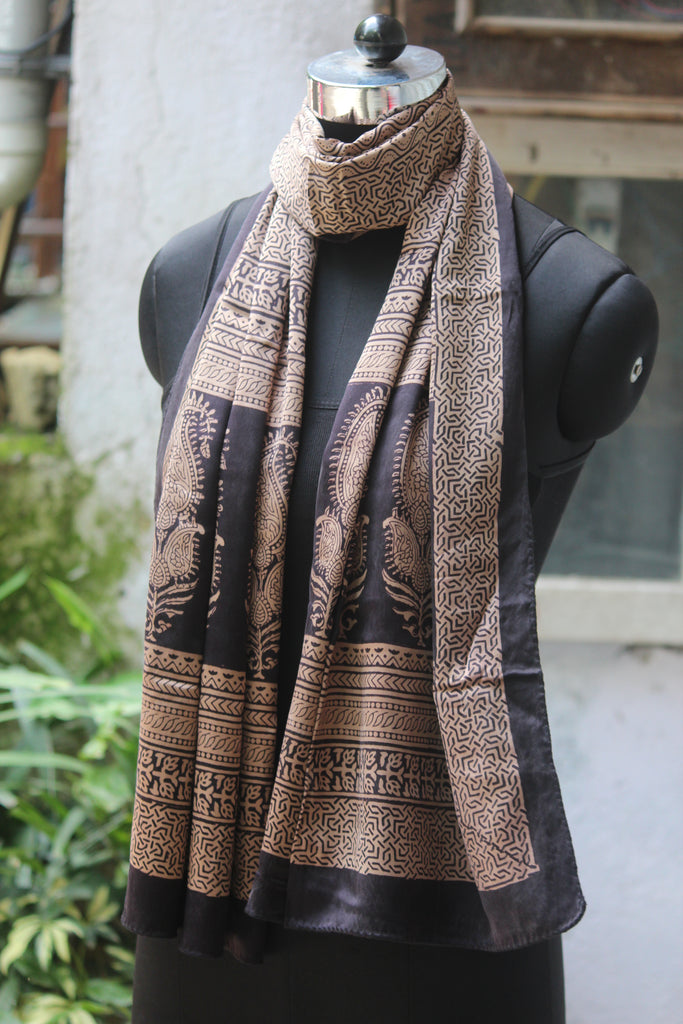 bagh silk stole - black drops & paisley