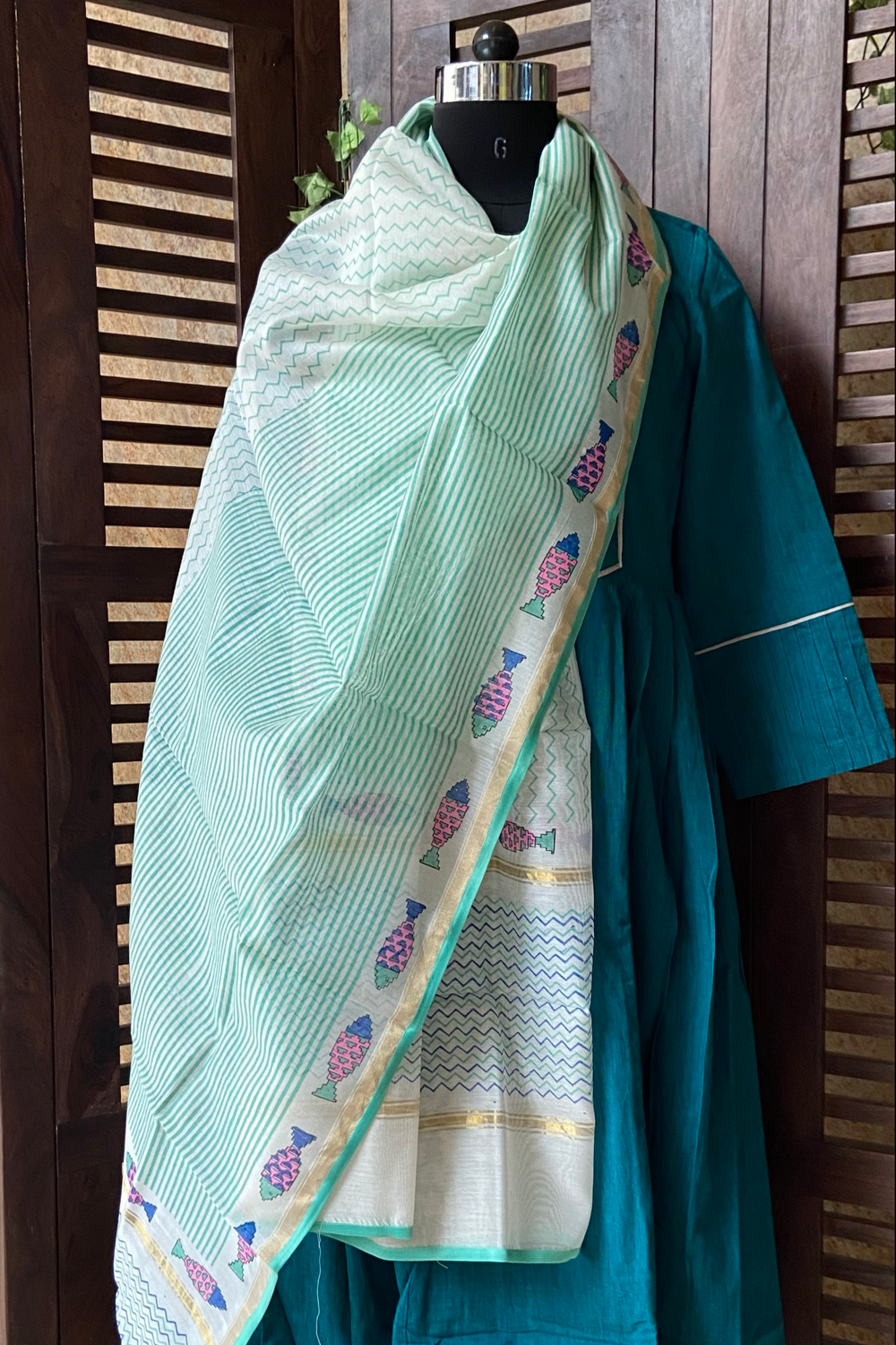 handwoven chanderi dupatta  - pink fishes & play of stripes