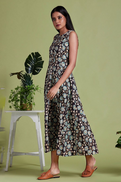 maxi sleeveless dress - midnight whispers & bouquet of flowers