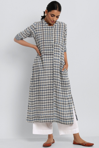 stand collar kurta in kala cotton - indigo & black checkers