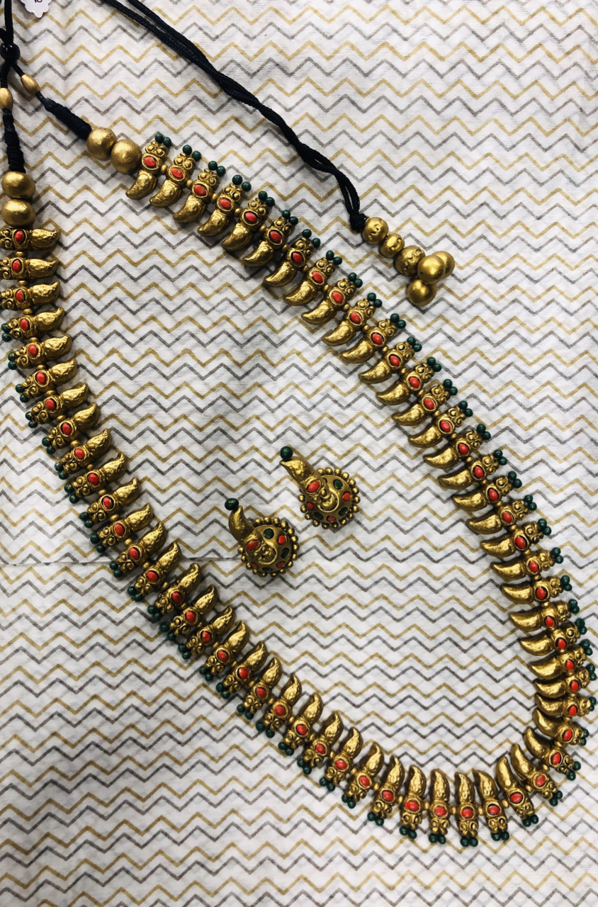 jewelry - terracotta set - beaded gold necklace & studs