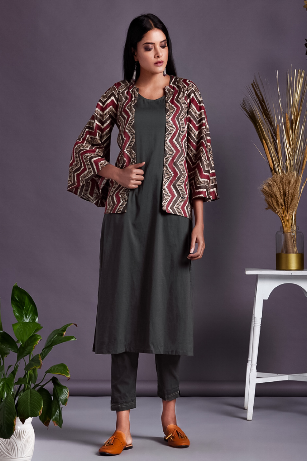 complete set : kurta+pants+bell sleeve jacket - platinum grey & chevron