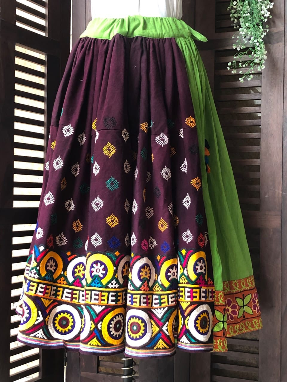 kutchi vintage skirt - leaf & border