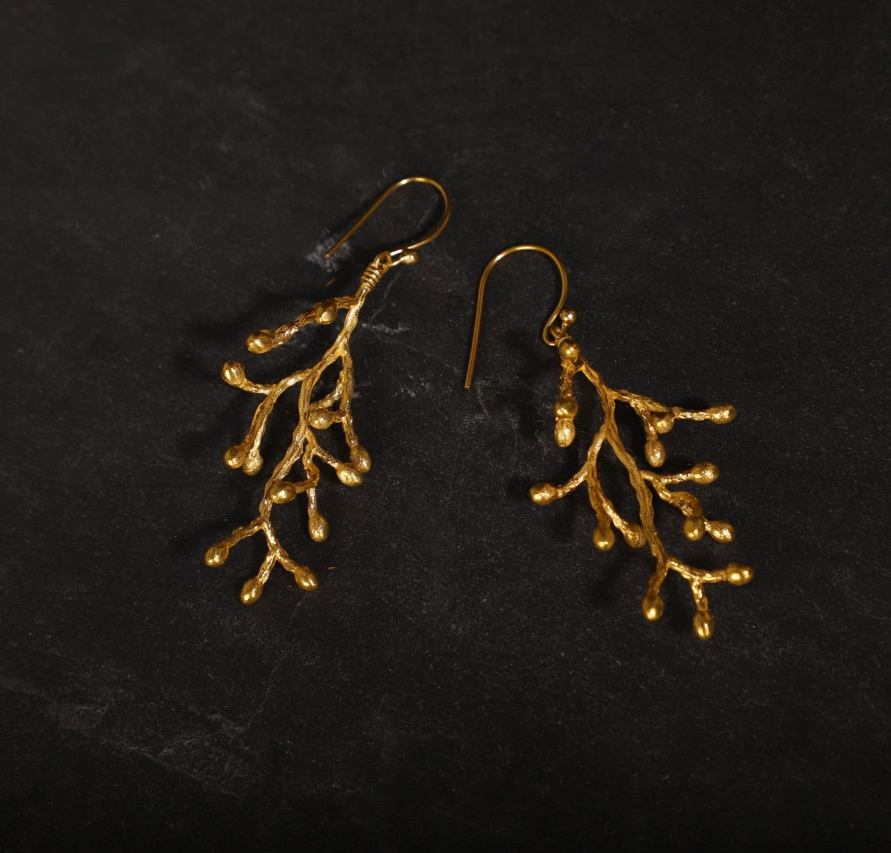 jewelry - berserk - gold plated vine cluster loops