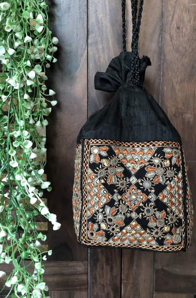 kutchi potli neran silk - black & multi mirror