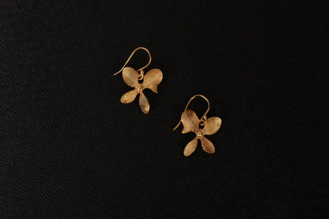 jewelry - berserk - gold plated asymmetric floral loops