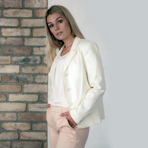 Vera Off White Fitted Cotton-Mix Blazer - Space to Show
