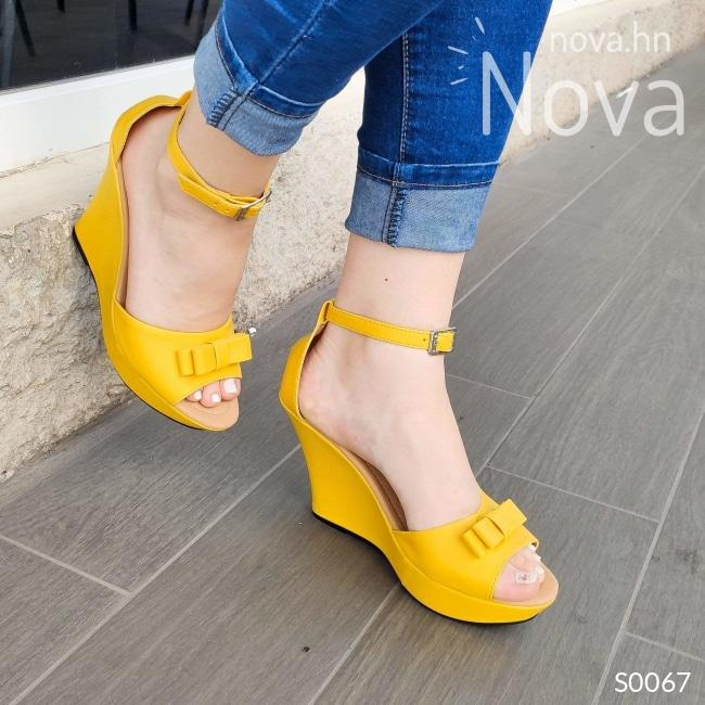 Zapatos Tipo Plataforma Hechos De Cuerina Decorados Con Un Chongo Amarillo / 35 Normal Altos