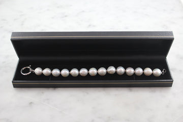 Pearl bracelet with sterling silver clasp