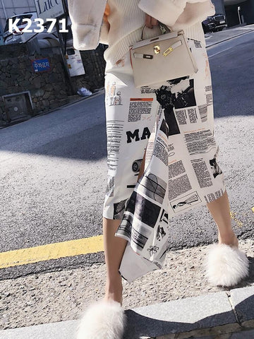 K2371 Newspaper print skirt