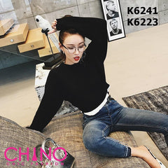 K6241 White edge x black crop knit top