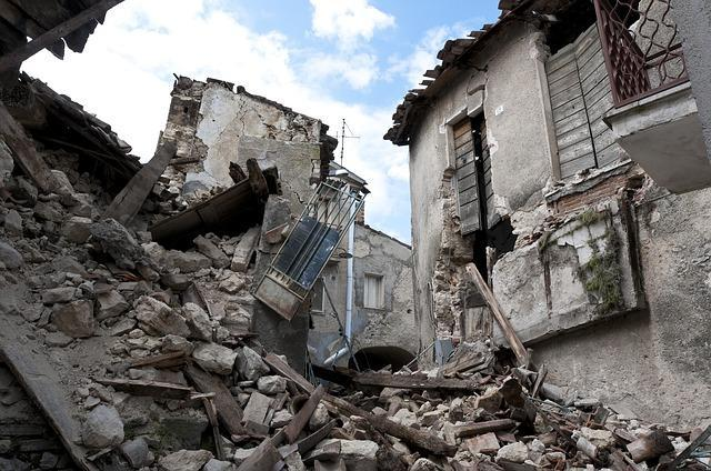Prepare Your Home for an Earthquake with These 5 Easy Tips - Be Prepared - Emergency Essentials