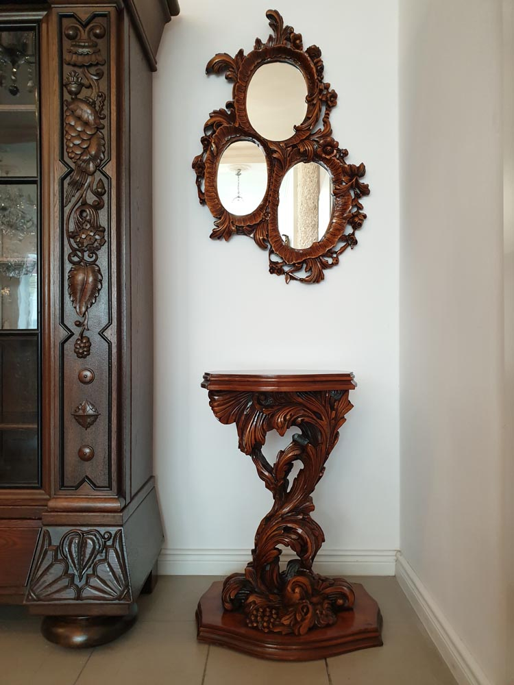 AN EXTRAORDINARY CONSOLE WITH A TRIPARTITE MIRROR - NEO-ROCOCO - Vintage Clock Face