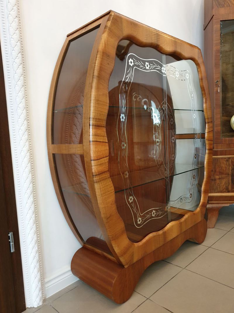 AN INTERESTING AND SLEEK DISPLAY CABINET - WALNUT - ART DECO SHOWCASE - Vintage Clock Face