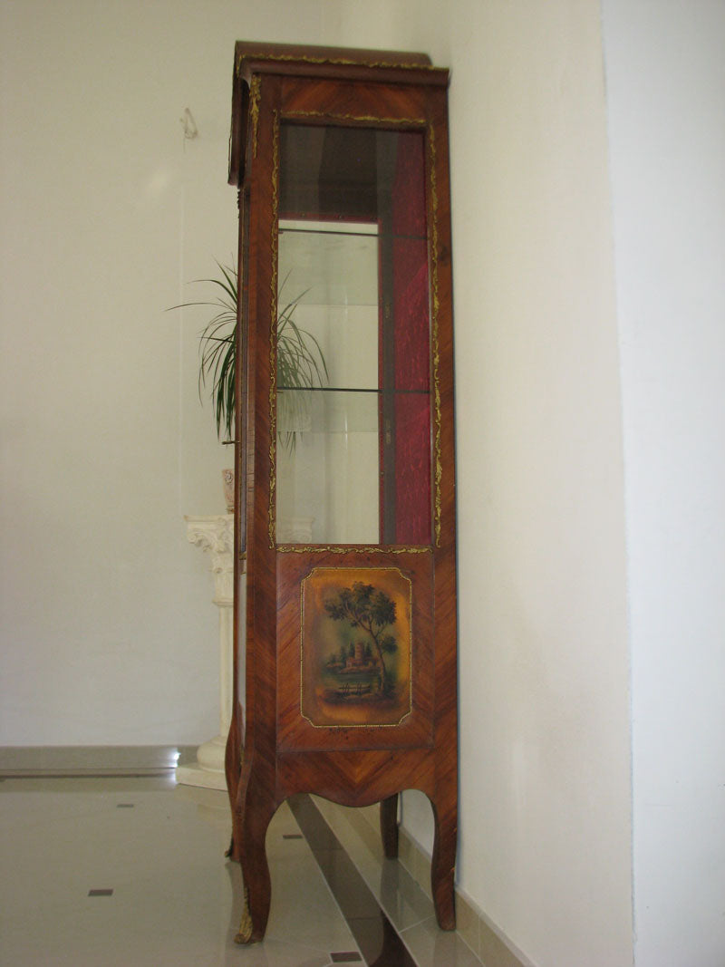 A BEAUTIFUL CLASSIC DISPLAY CABINET - POLYCHROME - CHIPPENDALE - Vintage Clock Face