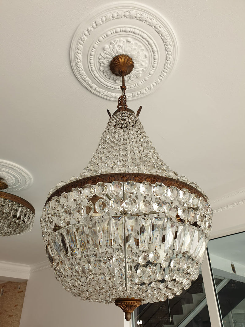 A STRIKING CRYSTAL CHANDELIER IN THE FORM OF A SO-CALLED PEAR - Vintage Clock Face