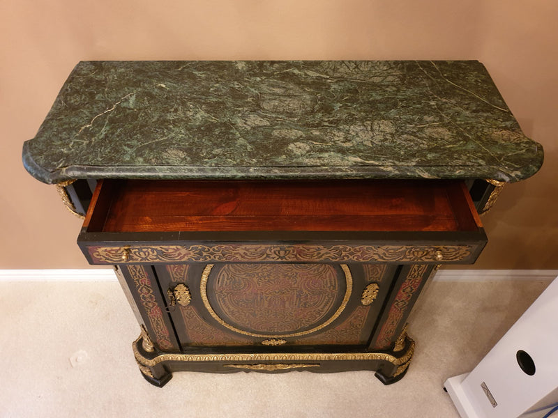 AN EFFECTIVE AND FUNCTIONAL  OF BOULLE STYLE COMMODE - Vintage Clock Face