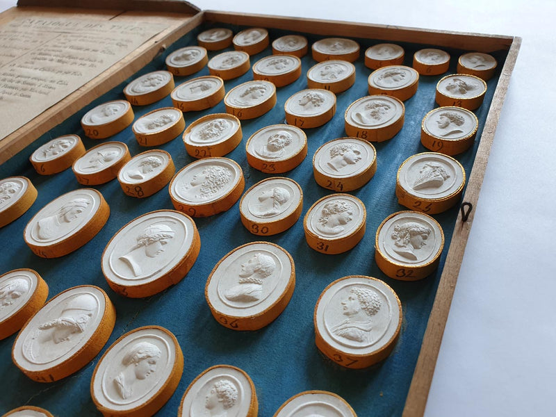19TH CENTURY COLLECTION OF WHITE GLIPPICS - 50 GEMMS SET - IN THE WOODEN CASETTE - Vintage Clock Face