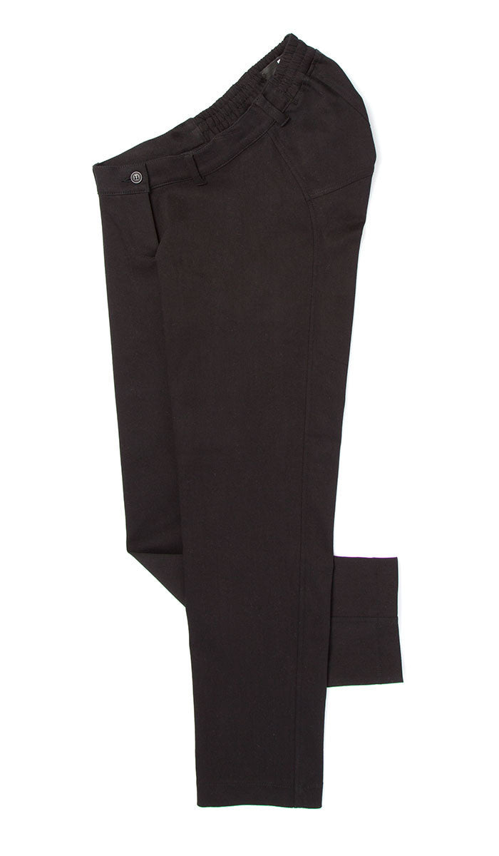 adaptive fashion. black ankle pants for wheelchair users