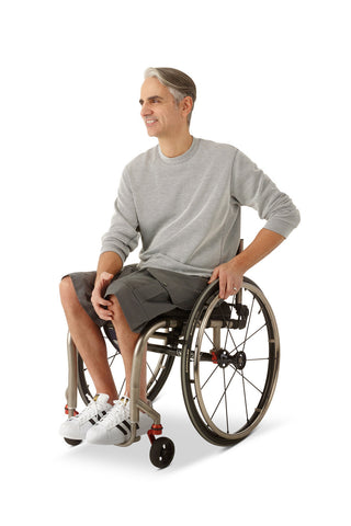 wheelchair model wearing adaptive cargo shorts