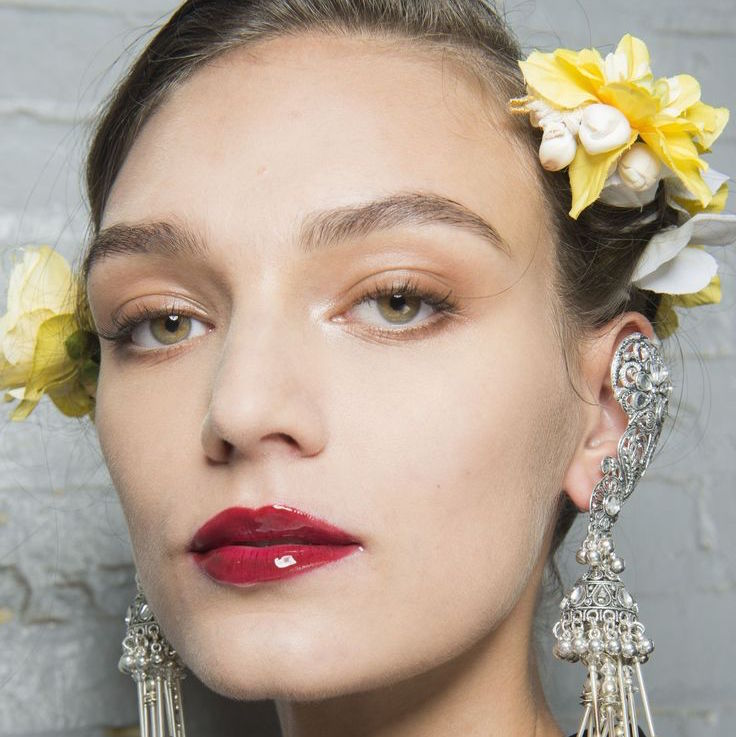 How To Pull Off High-Shine Lips