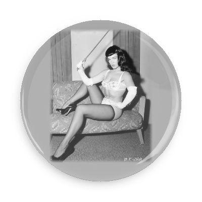 Bettie Page Button - Falstaff Trading / Nerd culture, Horror, B-movies, cult classic - uniquely cool / falstafftrading.com