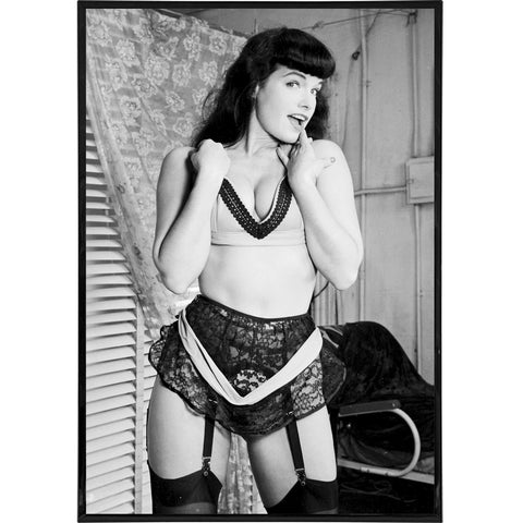 Bettie Page in Garters Photo Print - Falstaff Trading / Nerd culture, Horror, B-movies, cult classic - uniquely cool / falstafftrading.com