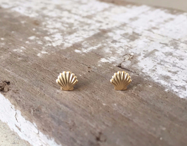S.H.E Jewelry Tiny Gold Shell Stud Earrings