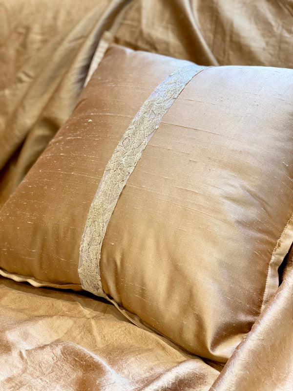 GOLD AFFAIR ECO-CUSHION - ALEEM YUSUF