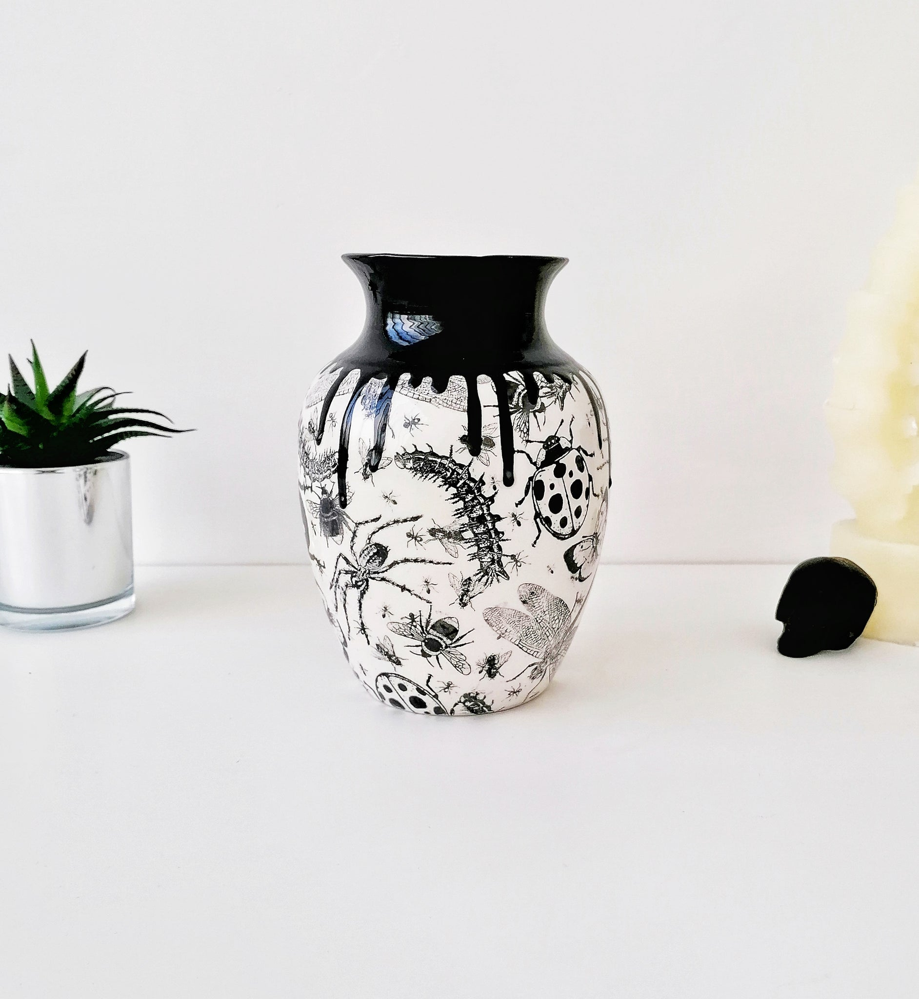 Bugs Curved Vase