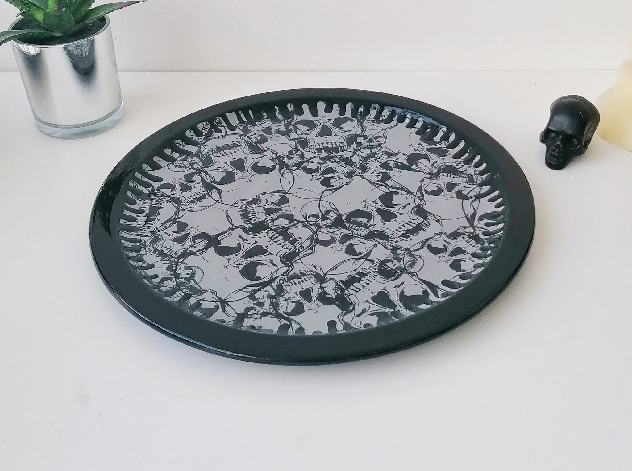 Grey Skull Pizza Plate