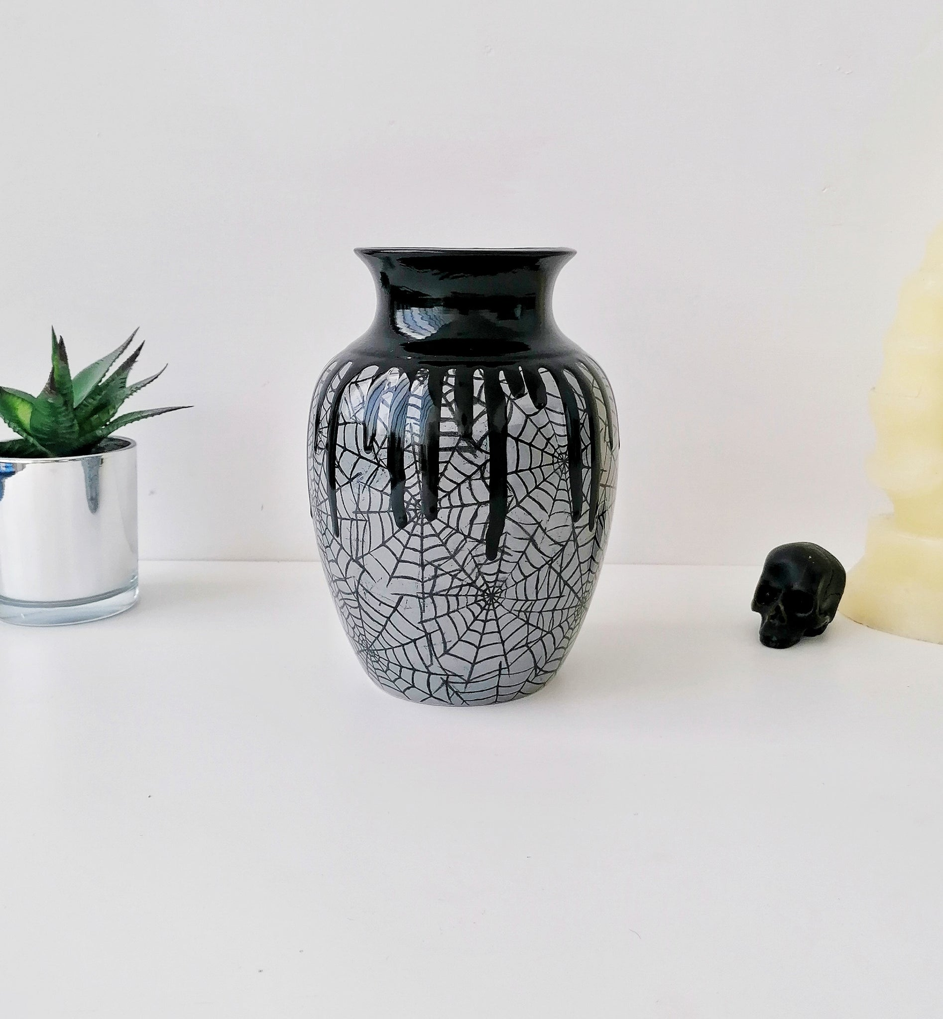 Grey Web Curved Vase