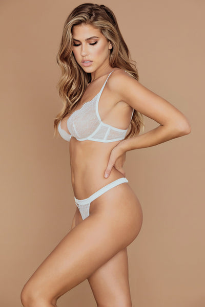 Stevie Lace V-String - White - MESHKI