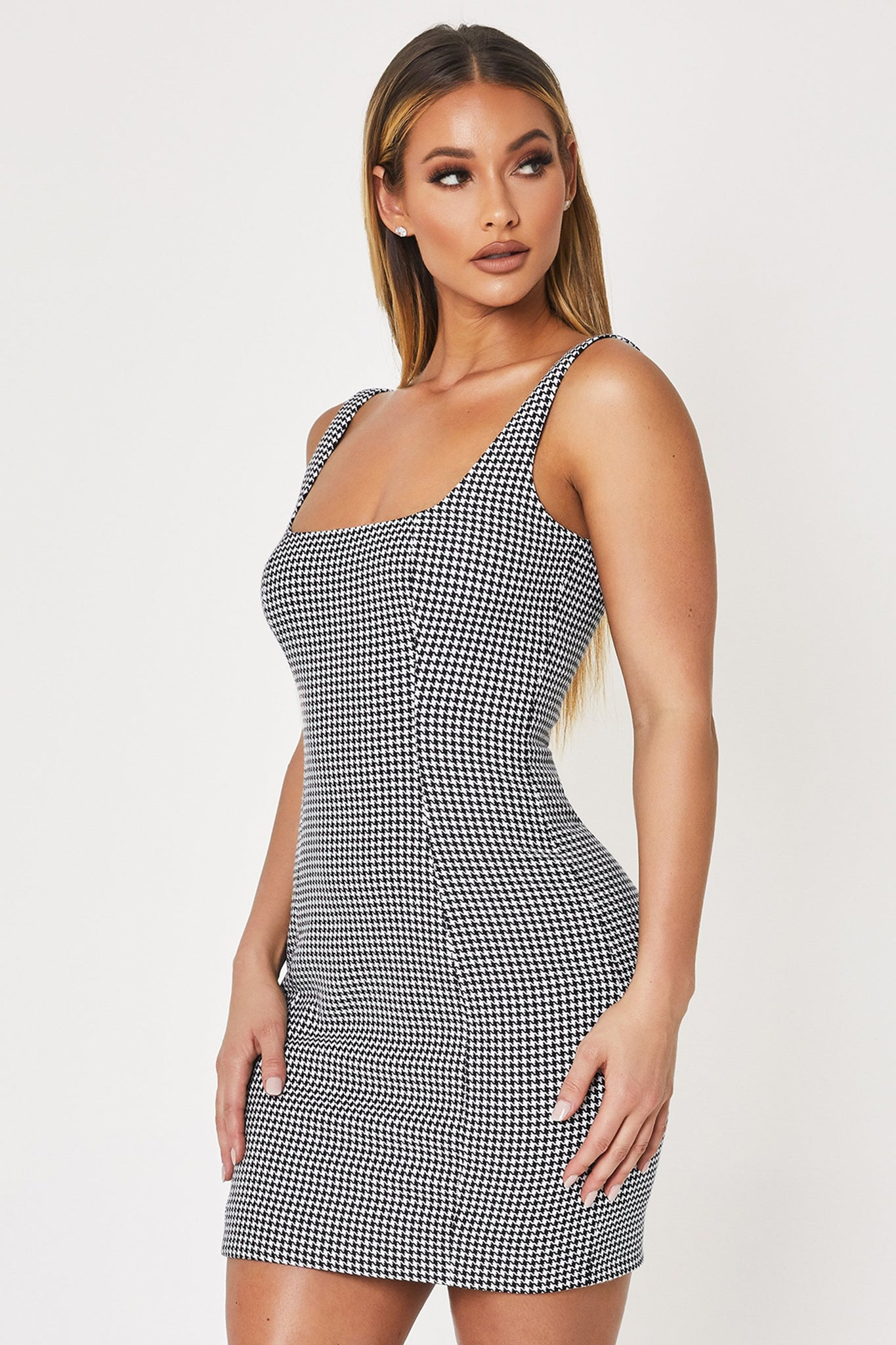 Fillie Square Neck Mini Dress - Houndstooth - MESHKI